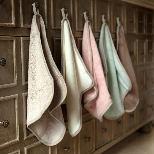 http://www.palmerhaus.com/504-thickbox/twotone-hanging-washcloth.jpg