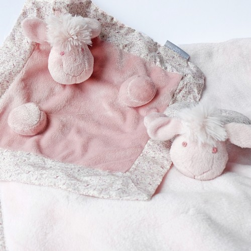 http://www.palmerhaus.com/1823-thickbox/cute-sheep-gift-set.jpg